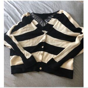 Sweaters - Knit black & white cardigan